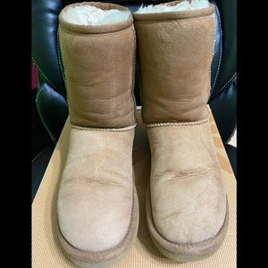 Ugg classic short boots size 7 chestnut
